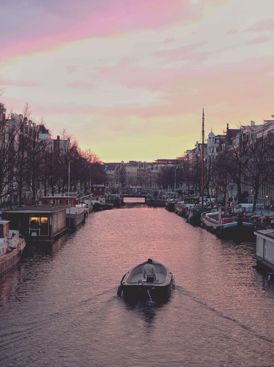 Tersesat di Amsterdam